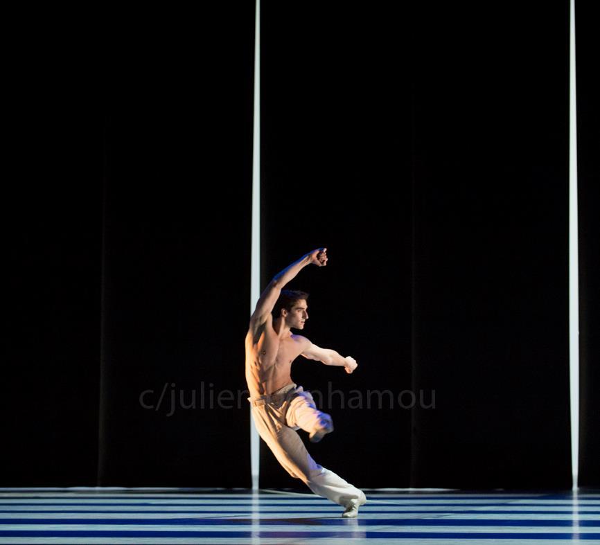 Vincent Chaillet dans Kaguyahimé de Jiri Kylian photo de Julien Benhamou