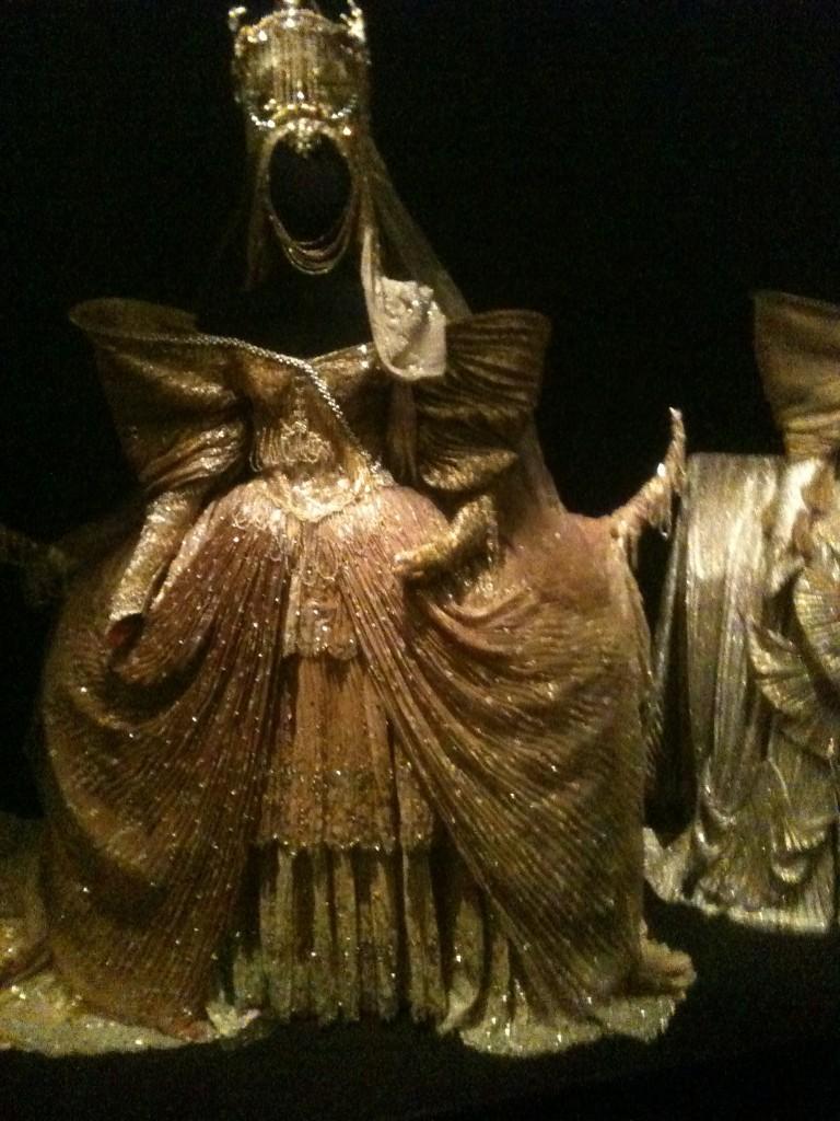 Costume de la reine dans le Lac des cygnes de Bourmeister